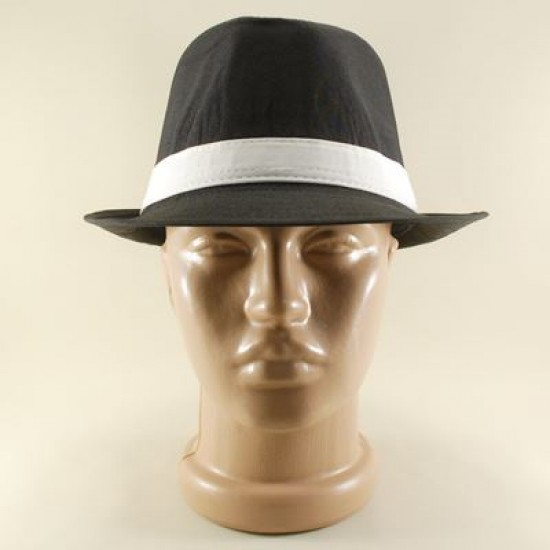 Siyah Renkli Ve Beyaz Bantlı Fötr Şapka